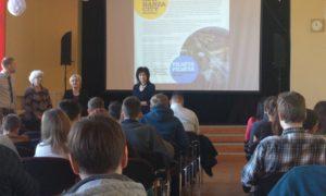 """Kampaņa """"Mācies būvniecību"""" Aizputes vidusskolā. Uzstājas LLU pārstāvji - Sandra Gusta un Silvija Štrausa."""