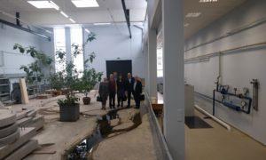 """Kampaņas """"Mācies būvniecību"""" dalībnieki pie LLU Daugavas modeļa"""