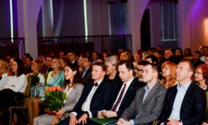 """Uzņēmējs Māris Martinsons, būvnieks Valdis Koks, VARAM pārstāvis Jānis Eglītis, nekustamo īpašumu attīstītājs, konkursa atbalstītāja """"""""BALTIC SOTHEBY S International Realty """" valdes priekšsēdētājs Vestards Rozenbergs."""