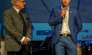 """Arhitekts Andris Kronbergs, atbalstītāja """"Baumit"""" vadītājs Normunds Prunte"""