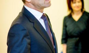 Uzstājas Rīgas domes Pilsētas īpašuma komitejas priekšsēdētājs Oļegs Burovs.