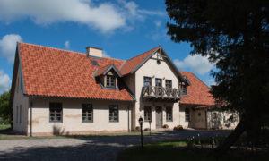 """Dzīvojamās mājas pārbūve par viesu māju , dzīvojamās mājas pārbūve par atpūtas māju, kūts atjaunošana par tūrisma un atpūtas kompleksa daudzfunkcionālu ēka Rundāles novads, Rundāles pagasts, «Mazmežotne». Pasūtītāj zemnieku saimniecība «Sējas». Arhitekts Aija Ziemeļniece. Būvnieks """"Kaskāde 19"""", projekta vadītājas Ēriks Pažemecks. Būvuzraudzība: Andrejs Karpičs."""