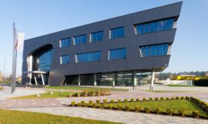 «Ceļu, tiltu būvnieks» biroja ēka, jaunbūve, Cukura iela 38A, Liepāja. Pasūtītājs «Ceļu, tiltu būvnieks» Projekts Andris Kokins, «K IDEA». Būvnieks «SELVA BŪVE», projekta vadītājs Gvido Mičulis. Būvuzraudzība Juris Jākobsons.