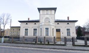 Dzīvojamās mājas rekonstrukcija Hika 9 ,Liepāja. Pasūtītājs Svend Petersen. Projekts Uģis Fausts, SIA «UFB Projekts». Būvniecība saimnieciskā kārtā.