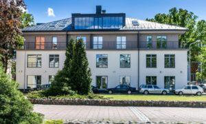 """""""KERN RESIDENCES"""", daudzdzīvokļu ēka jaunbūve Citadeles iela 6, Rīga. Pasūtītājs «JŪRAS HOLDINGS ĪPAŠUMI». Projektēs Varis Rungevics, """"V-studio"""". Būvnieks «CASTOR CONSTRUCTION», projekta vadītājs Ansis Tūls."""