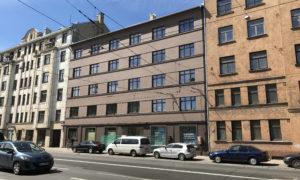 """Daudzdzīvokļu ēkas 2-5 stāva renovācija, fasāžu renovācija Brīvības iela 161. Pasūtītājs: """"BI 161"""". Projekts """"GRAF X"""", Pēteris Strancis. Būvnieks """"Kokneši Plus"""", projekta vadītājs Kristaps Zvīgulis."""