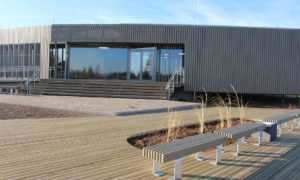 """1.vieta nominācijā """"Ilgtspējīgākā ēka 2018"""" kategorijā """"Publiskās ēkas"""" Alojas novada uzņēmējdarbības atbalsta centrs – bibliotēka """"Sala"""", pasūtītājs Alojas novada dome, projekts """"Huma arhitektu studija"""", autoruzraudzība Ija Rudzīte, """"5.iela"""", būvnieks """"Monum"""""""