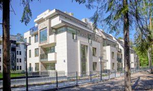 """Atzinība nominācijā """"Ilgtspējīgākais projekts 2018"""" saņēma daudzdzīvokļu projekts """"Rīgas 51"""", pasūtītājs """"Baltic Investment Group"""" uzņēmums """"Rīgas 51"""", projekts arhitekte Ilze Pabērza."""
