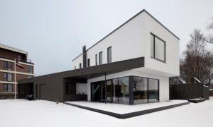 """Atzinība nominācijā """"Ilgtspējīgākā ēka 2018"""" ēka Grīšļu ielā Jūrmalā, projekts arhitekte Ilze Rukmane - Poča."""