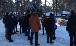 O.Kalpaka Rīgas Tautas daiļamatu pamatskolas kokapstrādes entuziasti speciālistu vadībā iepazīstas ar Āfrikas Savannas būvniecību Rīgas Zoo 2019.gada 16.janvārī.