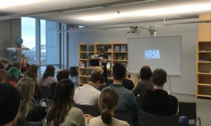 Arhitekts Uldis Lukševics, arhitektu biroja NRJA vadītājs, RCK arhitektūras un restaurācijas programmas studentiem stāsta par arhitekta profesiju 2019.gada 20.februārī Latvijas Nacionālajā bibliotēkā.