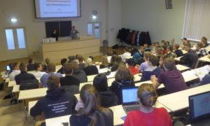 """Mārtiņš Štrauss, uzņēmuma """"ThermoWhite Baltic"""" vadītājs 2018.gada 11.oktobrī RTU BF 1.kursa studentiem stāsta par to, kādi ikdienas pienākumi ir specifisku darbu apakšuzņēmējiem."""
