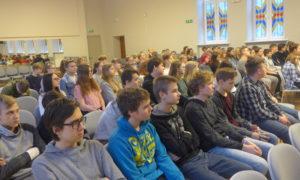 O.Kalpaka Rīgas Tautas daiļamatu pamatskolas skolnieki kampaņas Mācies būvniecību 2019.gada 6.februārī tika iepazīstināti ar ceļu būvdarbiem un ūdens un kanalizācijas sistēmu izbūvi.