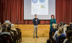"""Miķelis Strazdiņš, """"CTB"""" projektu vadītājs, un biedrības BDCC pārstāve Gunita Jansone."""