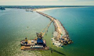 Inženierbūve rekonstrukcija. Ventspils brīvostas Dienvidu mola atjaunošana. Pasūtītājs Ventspils brīvostas pārvalde. Projekts Andris Razgalis, Kurbada tilti. Būvnieks BMGS. Būvuzraudzība FIRMA L4.