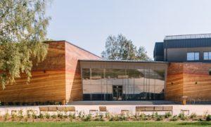 Rekonstrukcija. Siguldas Kultūras centra pārbūve. Pils iela 10, Sigulda. Pasūtītājs Siguldas novada pašvaldība. Projekts arhitekts Aldis Polis, ARH Stadija. Būvnieks MONUM. Būvuzraudzība Romāns Basikirskis, Firma L4.