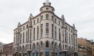 Fasādes vienkāršotā atjaunošana ēkai Kr. Barona ielā 63, Rīgā. Pasūtītājs privātpersona. Projekts arhiekts Māris Banders, ARHIGRAM. Būvnieks Fasāde Pro.