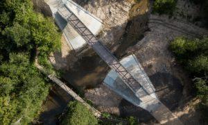 Jauna inženierbūve. Gājēju un velobraucēju tilts pāri Riežupei autoceļa Mežvalde- Galmicas 1,24 kilometrs. Pasūtītājs Kuldīgas novada pašvaldība. Projekts VEKTORS T. Būvnieks Tilts. Būvuzraudzība Ozols-G.