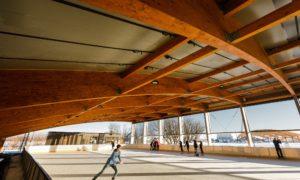 Koka būve. Atklātās publiskās slidotavas segtā jumta Pasta salā izbūve, Pasta sala 1, Jelgava. Pasūtītājs Jelgavas pašvaldība. Projekts Rodentia un arhitekte Ineta Buka. Būvnieks Igate Būve. Būvuzraudzība, Mārtiņš Bīriņš, Jurēvičs un partneri.