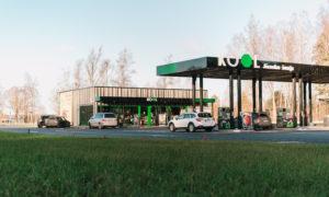 Degvielas uzpildes stacija  KOOL JŪRMALAS ŠOSEJA, Brekši, Babītes pagasts, pasūtītājs KOOL Latvija, projekts LĪNIJAS, būvnieks KOOL CONSTRUCTION, būvuzraudzība RITMUS arhitekti.