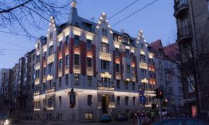 Ēkas fasādes vienkāršota atjaunošana Stabu ielā 13, Rīgā, pasūtītājs Ichak, projekts Iļja Miļgroms, būvnieks FFB, būvuzraudzība Māris Šinka.