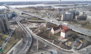 """Daudzfunkcionālais centrs """"AKROPOLE"""", viadukts, Maskavas iela 257, Rīga, pasūtītājs M257, projekts Sarma&Norde arhitekti, būvnieks Merks, Mitnija, būvuzraudzība Būvuzraugi LV."""