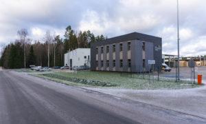 Administratīvās ēkas un noliktavas ēkas ar ražošanas telpām būvniecība Ikšķiles novads, Tīnūžu pagasts, Kalnāja meži, pasūtītājs Rīgas meži, projekts OZOLA & BULA, būvnieks VELVE, būvuzraudzība Būvuzraugi LV.