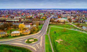 Inženierbūve jaunbūve. Smiltenes ielas divlīmeņu pārvads Daugavpilī. Pasūtītājs Daugavpils dome, projekts BRD projekts, būvnieks Tilts, Kauno tiltai, Binders, būvuzraudzība Isliena – V.