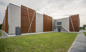 Jauna sabiedriska ēka. Tirdzniecības centra jaunbūve Rusova ielā 1, Rīgā. Pasūtītājs KORBELA, projekts Arhis, būvnieks AIMASA, būvuzraudzība Alteh building.