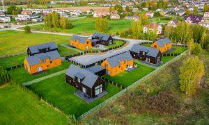 Koka būve. Dzīvojamo māju ciemats Mārupes Rezidences. Pasūtītājs Stabu 92, projekts MALUS architects, būvnieks 1.projekts.