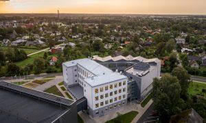 Pārbūve. Siguldas Valsts ģimnāzijas pārbūve, Ata Kronvalda iela 7, Sigulda. Pasūtītājs Siguldas novada pašvaldība, projekts K IDEA, būvnieks MONUM, būvuzraudzība Firma L4.